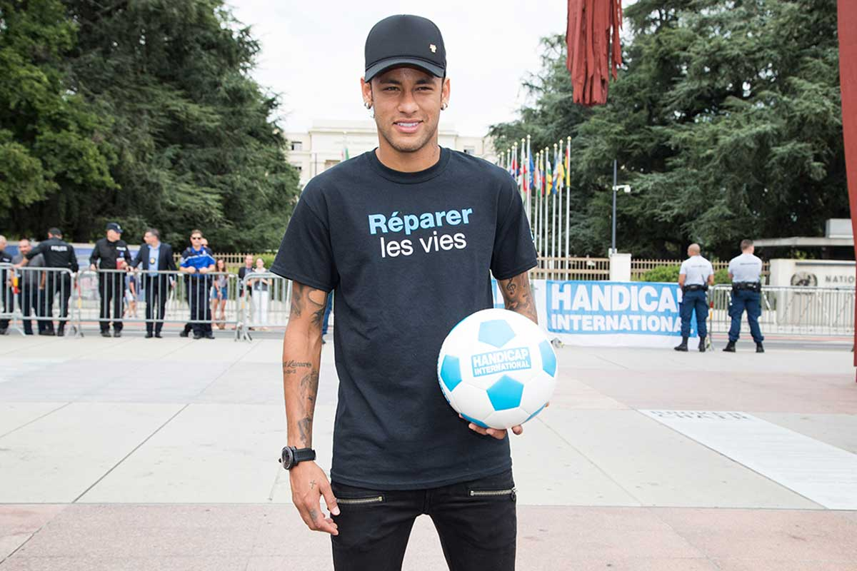 Neymar holding an HI football © UN Photo/Elma Okic