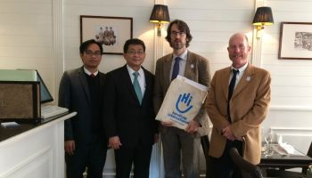 L'ambassadeur du Laos remercie Handicap International Luxembourg