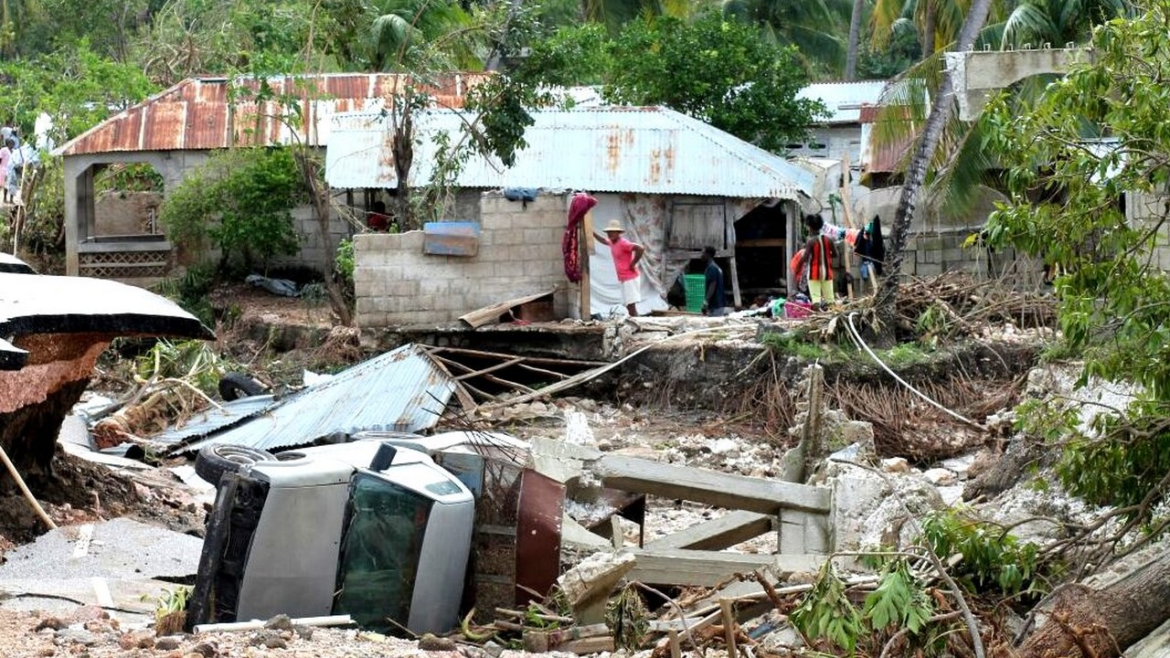 Destruction dans le sud d'Haïti suite au passage de l'ouragan Matthew; }}