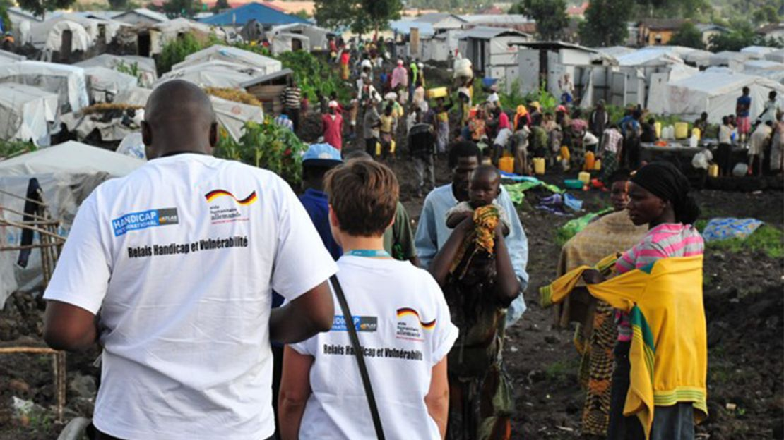 RD Congo, membres de Handicap International dans le camp de Mugunga Camp 3